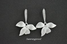 Super cute wild orchid flower drop earrings in white gold, wedding earrings, everyday jewelry, bridesmaid jewelry
