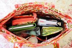 Purse organization | A Bowl Full of Lemons    Awesome tips on keeping your purse organized!
