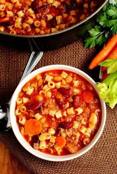 Crockpot healthy pasta soup recipe.  Easy to throw together and so tasty!               Ingredients 1 LB ground turkey 1/2 onion, chopped 11/2 carrots, chopped 2 STALKS celery, chopped 1 can diced tomatoes, undrained 1 (16 OUNCE) can red kidney beans, drained 1.5 cups beef stock 1.5 TEASPOONS oregano 1 TEASPOONS pepper 2.5 TEASPOONS parsley 1/2 TEASPOON Tabasco sauce (optional) 1/2 jar spaghetti sauce 8