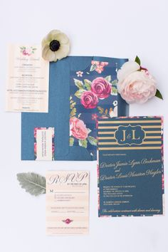 ネイビーと花をテーマにした結婚式の文房具