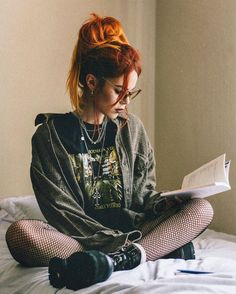 What book are u currently reading? I've been reading a lot of poetry lately 🖤 Ph - luanna Grunge Look, 90s Grunge, Grunge Style, Grunge Outfits, Edgy Outfits, Cute Outfits, Fashion Outfits, Dark Fashion, Grunge Fashion