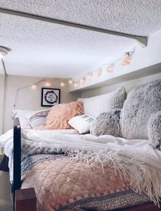 dorm room ideas \ dorm room ideas + dorm room + dorm room designs + dorm room ideas for guys + dorm room organization + dorm room decor + dorm room inspiration + dorm room hacks Room Makeover, Room, Room Design, Dorm Room Inspiration, Bedroom Design, Dorm Rooms, Apartment Decor, College Room, Dream Rooms