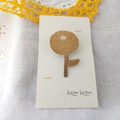 まんまるお花の真鍮ブローチ Badges, Product Design, Place Card Holders, Ceramics, Crafty, Jewellery, Embroidery, Handmade, Inspiration
