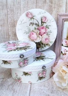 30 Chic Home Design Ideas - European interiors. The Best of shabby chic in Shabby Chic Crafts, Vintage Shabby Chic, Shabby Chic Style, Shabby Chic Decor, Decoupage Furniture, Decoupage Box, Decoupage Vintage, Hobbies And Crafts, Diy And Crafts