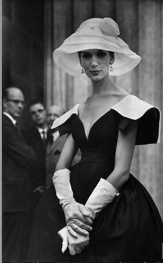 love a girl who can wear a hat.  wished they were still fashionable.