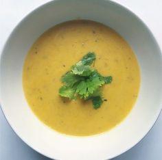 Kasvissosekeittoni reseptiä on kyselty, joten tässä se tulee! Tämä sesongin kasviksista tehty keitto maistuu takuulla myös lapsille. Thai Red Curry, Cantaloupe, Fruit, Ethnic Recipes, Food, Essen, Meals, Yemek, Eten