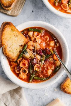 Vegetarian minestrone soup packed with veggies like celery, carrots, green beans and spinach and simmered in a flavorful, Italian seasoned tomato broth. Use your favorite noodles in this minestrone soup recipe and pack in the protein with kidney beans! Delicious with a sprinkle of parmesan cheese and a side of garlic bread. #minestrone #soup #healthylunch #healthydinner #souprecipe #vegetarian #vegan Canned Tomato Recipes, Chicken Pasta Recipes, Healthy Pasta Recipes, Healthy Pastas, Healthy Winter Recipes, Summer Recipes, Fall Recipes, Classic Minestrone Soup Recipe, Vegetarian Minestrone Soup