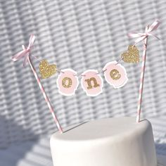 A sparkly cake bunting for your princess special day. Lovely compliment to your theme whether it be pink and gold, ballerina, princess or