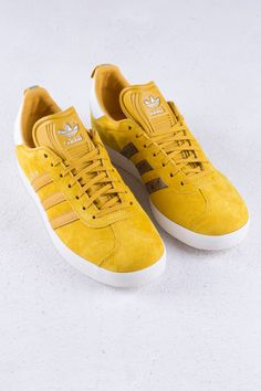 Gazelle nomad yellow based on the original design of the model. The shoes has an all-over construction in premium nubuck, elevated by ostrich leat Adidas Retro, Adidas Gazelle, Adidas Originals, Favorite Color, High Tops, High Top Sneakers, Yellow, My Style, Shoes