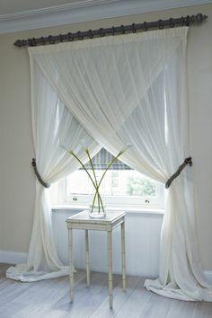 rideau voilage blanc dans la chambre à coucher
