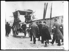 Funérailles d'un soldat français [soldats et civils suivant un corbillard] : [photographie de presse] / [Agence Rol]
