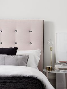 Adore this soft pink with marble button bed head by Mexsii! Just one of the gorgeous combos you can create using their new personalised bed head tool. Want. So. Bad!! Check out more about these artisan bed heads on the blog >>