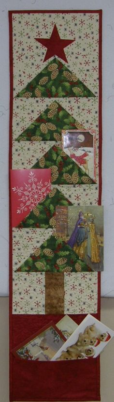 Christmas Card Holder Quilted Red Green White Quilt by HollysHutch Quilted Christmas Gifts, Christmas Sewing, Christmas Fabric, Christmas Projects, Christmas Patchwork, Christmas Quilting, Christmas Ideas, Christmas Makes, Red Christmas