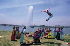 Korean Traditional Seesaw - Hangang River    www.visitkorea.or.kr KOREA TOURISM ORGANIZATION