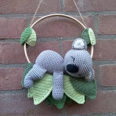 """266 Likes, 62 Comments - Freubels Van Tante Kaka (@freubelsvantantekaka) on Instagram: """"Koala mobiel gehaakt uit het boek Haken voor de baby van @knufl #haken #hakeniship #hakenisleuk…"""""""