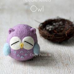 Come fare un gufetto in lana cardata. L'autrice è Joanne di Craftpassion.com... #owl #diy