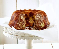 Zebra-Gugelhopf Swiss Desserts, Vanille Paste, How To Make Marshmallows, Wedding Cake Pops, Gateaux Cake, Marshmallow Pops, Homemade Cakes, Pie Recipes, Soul Food