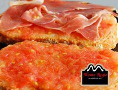 Tostadas con jamón ibérico #MonteRegio y tomate natural triturado ¿Desayunamos a media mañana?