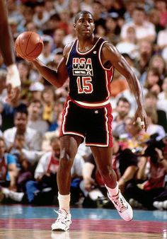 Magic Johnson playing on the Dream Team One of the greatest point guards, one of the greatest players. Team Usa Basketball, Olympic Basketball, Olympic Team, Basketball Legends, Football And Basketball, College Basketball, Basketball Shoes, Basketball Court, Magic Johnson