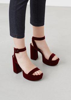 Sandalia plataforma terciopelo | MANGO