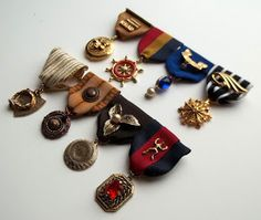 A tutorial on making ribbon medals.  These might be a fun way to display a enameled emblem or pendant :)