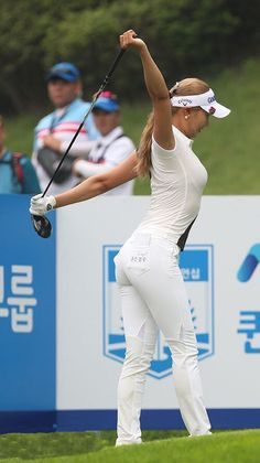 Expert Golf Tips For Beginners Of The Game. Golf is enjoyed by many worldwide, and it is not a sport that is limited to one particular age group. Not many things can beat being out on a golf course o Sexy Golf, Golf Attire, Golf Outfit, Girls Golf, Ladies Golf, Humour Golf, Foto Sport, Golf Channel, Golf Player
