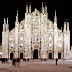 SACI course field trips include Milan and its beautiful cathedral! http://www.saci-florence.edu/17-category-study-at-saci/90-page-field-trips.php