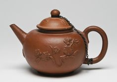 Teapot Made by De Gecroonde Theepot (The Crowned Teapot), Delft 1690-1710