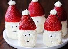 Ho ho ho!   Who wouldnt go for one of these cute Santa Hat Marshmallow Snacks?!