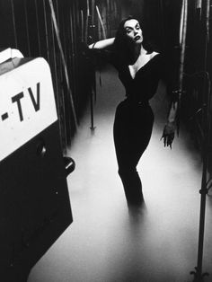 Vampira vintage horror movie hostess