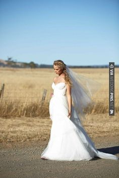 Karen Willis Holmes Exquisite Wedding Dresses | 35mm Fashion Photography | Bridal Musings | CHECK OUT MORE IDEAS AT WEDDINGPINS.NET | #weddings #weddingdress #inspirational