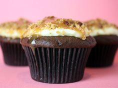 Turtle Cheesecake Cupcakes