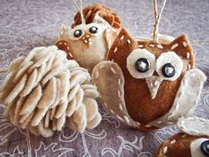 Free template and instructions for Felt Owls and Pine Cones for your Christmas tree....or wherever you'd like to hang these little sweeties. :)