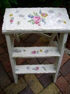 The Polka Dot Closet: broken china mosaic. Great site for mosaics