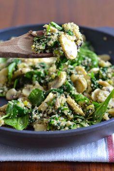 Simple comme une poêlée de champignons et d'épinards au quinoa
