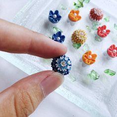 Embedded Ribbon Art, Ribbon Bows, Jute Crafts, Diy And Crafts, Kanzashi Flowers, Japanese Fabric, Fabric Manipulation, Ribbon Embroidery, Handmade Flowers