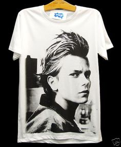 RIVER PHOENIX Vintage Indie Rock Movie Retro T-Shirt. I want one soooo bad!!