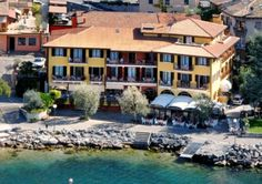 Hotel Villa Beatrice - Brenzone ... Garda Lake, Lago di Garda, Gardasee, Lake Garda, Lac de Garde, Gardameer, Gardasøen, Jezioro Garda, Gardské Jezero, אגם גארדה, Озеро Гарда ... Welcome to Hotel Villa Beatrice Brenzone, Set on the shores of Lake Garda, Hotel Residence Villa Beatrice has a private beach area and garden. It offers free bike rental, free parking and is near kite surfing and windsurfing schools. Villa Beatrice offers a choice of rooms and apa