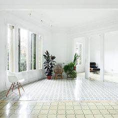 Floor tiles in Barcelona apartments slideshow - by Arquitectura G