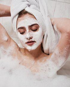 Enjoy Silica Mud Mask at home🧖🏻♀️👌 www.bluelagoon.com/shop 📸by @laralind  #BlueLagoonIceland #BlueLagoonSkincare #Iceland