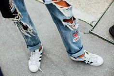 Patched ripped denim with Adidas. Streetwear, Sneakers Street Style, Street Smart, My Jeans, Girl Fashion, Womens Fashion, Ripped Denim, Ideias Fashion, My Style