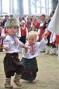 Kids Around The World, We Are The World, Art Costume, Folk Costume, Folklore, Emotional Child, Art Populaire, Beautiful Costumes, My Heritage