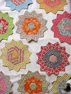 Love these flowers!  Great for scraps, appliqué work and so much more! PP flowers on Kona snow | Flickr - Photo Sharing!