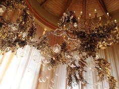 Wedding Decor- floating candles, silver and gold leaves, glass orbs, amazing cha… – Floating Candles İdeas. Wedding Aisle Candles, Floating Candles Wedding, Wedding Table, Wedding Ideas, Wedding Ceiling, Sweet Couple, Red Wedding, Cozy House, Wedding Decorations