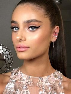 Taylor Hill serving up some major New Years Eve cat eye inspo.
