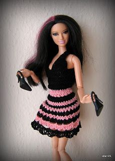 Blog o Barbie Fashionistas firmy Mattel, próbach tworzenia dla nich ubrań oraz…