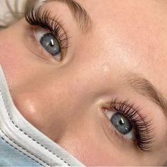 Natural Fake Eyelashes, Perfect Eyelashes, Natural Eye Makeup, Natural Looking Eyelash Extensions, Eyelash Extensions Classic, Glam Makeup Look, Glamour Makeup, Blonde Hair Makeup, Skin Makeup