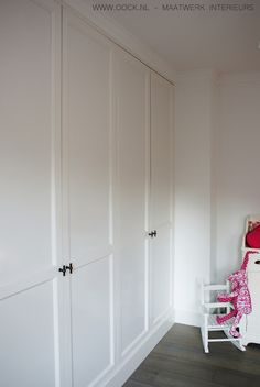 interior rnrnSource by yizhend Bedroom Wardrobe, Wardrobe Doors, Built In Wardrobe, Closet Doors, Home Bedroom, Cupboard Shelves, Closet Layout, Built In Furniture, Attic Spaces