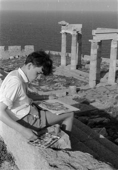 Boy painting a Greek temple, photographer and date unknown What A Country, Fulton Sheen, Le Weekend, Cheap Ray Ban Sunglasses, New Things To Learn, Plein Air, Beautiful Images, Places To See, Cool Photos