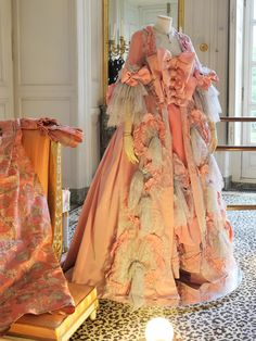 Pretend to be Marie Antoinette